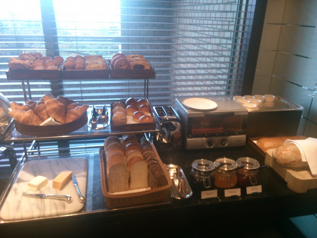 So many tasty breads and pastries!